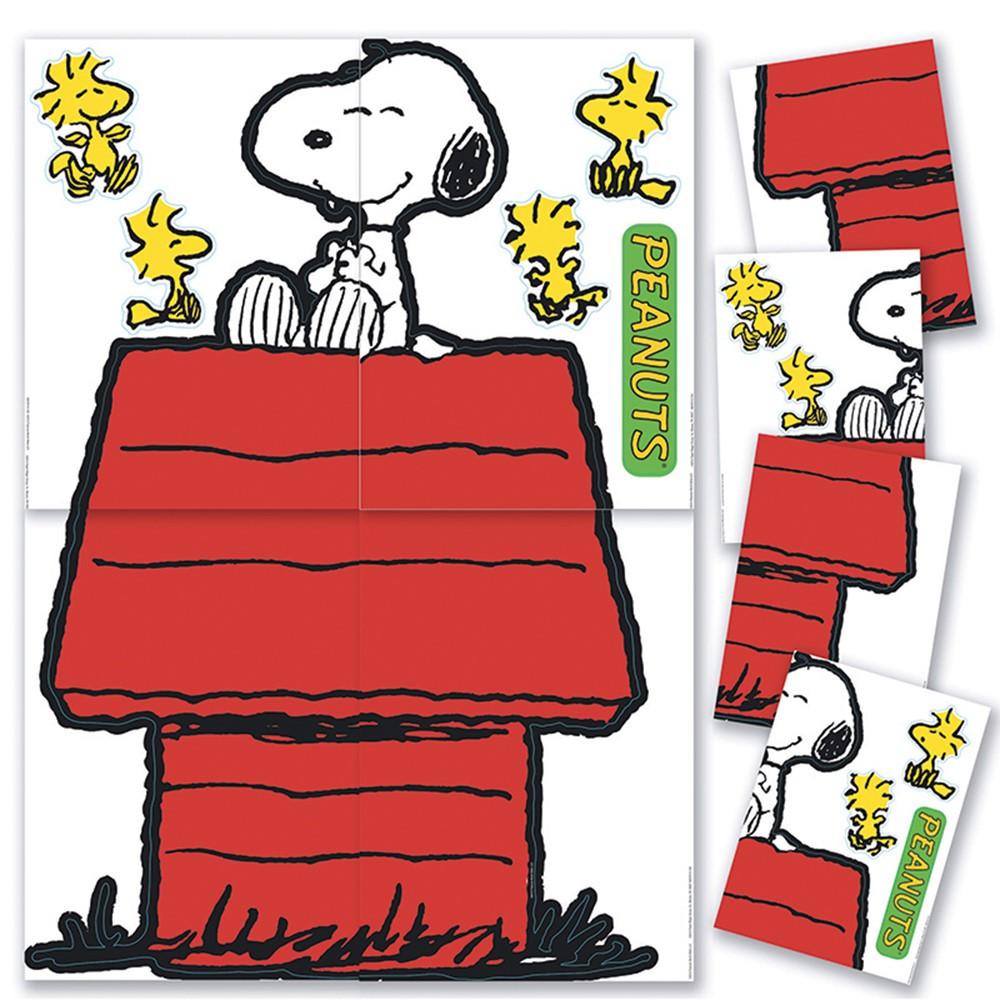 EU-847611 - Giant Character Snoopy & Dog House Bulletin Board Set in Classroom Theme